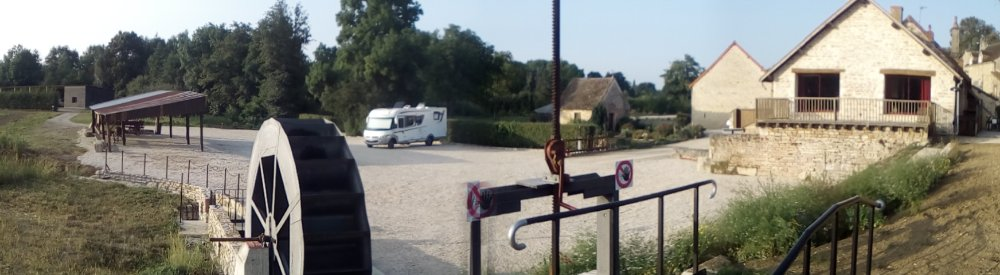 Aire camping-car à Givry (71640) - Photo 3